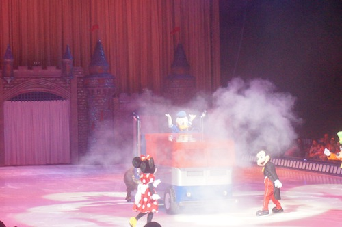 """Disney On Ice """"100 Years of Magic"""" in Chicago THIS WEEKEND! {Review} #ChiDisneyOnIce"""