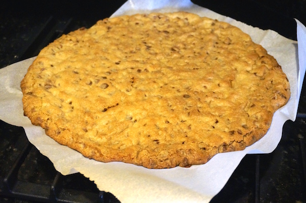 "Recipe: ""GIANT"" Chocolate Chip Cookie"