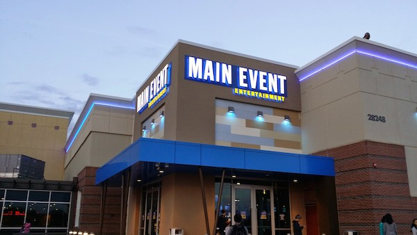 Family Fun at Main Event Entertainment (Warrenville, IL) {Review} #MyMainEvent @mymainevent @mainevententertainment